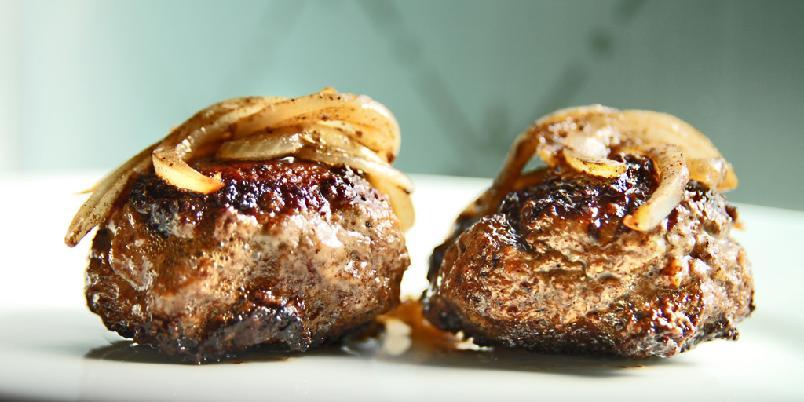 Kjøttkaker - Kjøttkakene blir aller best om du har i muskat og ingefær.