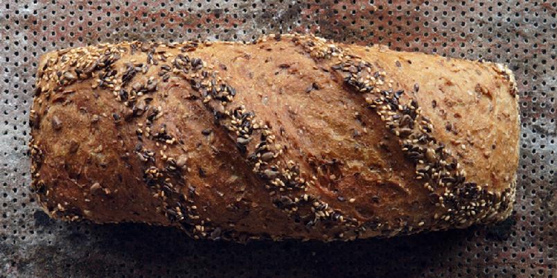 4-kornbrød (Morten Schakendas favorittbrød fra Lom) - Her er bakekongen Morten Schakendas favorittoppskrift. Brødet er det du får på bakeriet i Lom.