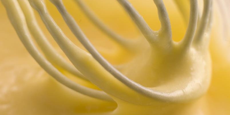 Hvitløks-saus - Dette er den enkleste og beste sausen som finnes. Stekt hvitløk gir en nydelig, fin smak.