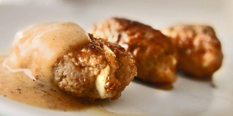 Frikadeller - Svenskene har kjøttboller, vi har kjøttkaker. Her er danskenes variant.