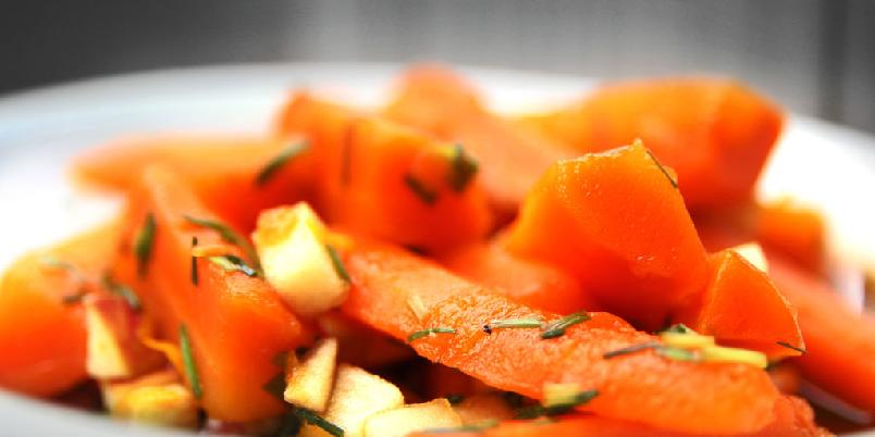 Gulrotsalat med valnøtter - Med disse ingrediensene blir gulroten helt ny.