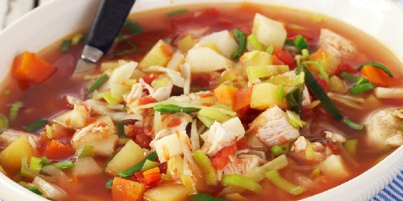 Kyllingsuppe med rotgrønnsaker - Denne suppa metter godt.