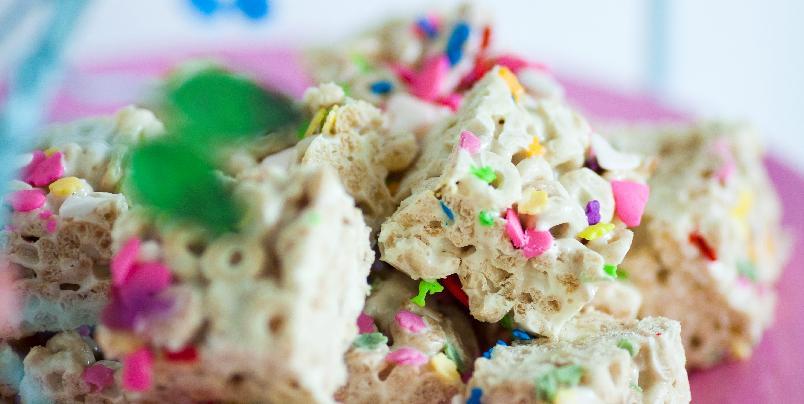 Rice Krispie treats eller Cheerio-Ho-Hos - For amerikanske barn er Rice Krispie treats et begrep. Du kan også bruke annen frokostblanding, som Cheerios.