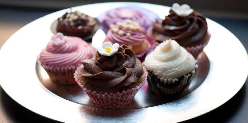 Smørkrem med eggedosis - Denne kremen kan brukes som pynt og fyll i kaker og cup cakes.