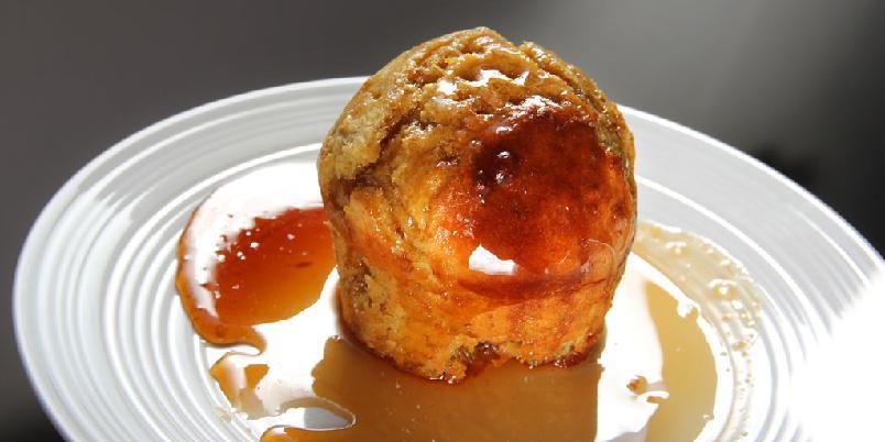 Baba au rhum (kake) - Dette er en fransk klassiker som bare de heldige har fått smake. Nå har du også sjansen.