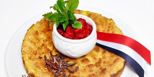 Vaniljekake med lune bringebær - Søt vaniljekrem og friske bringebær er en uslåelig kombinasjon!