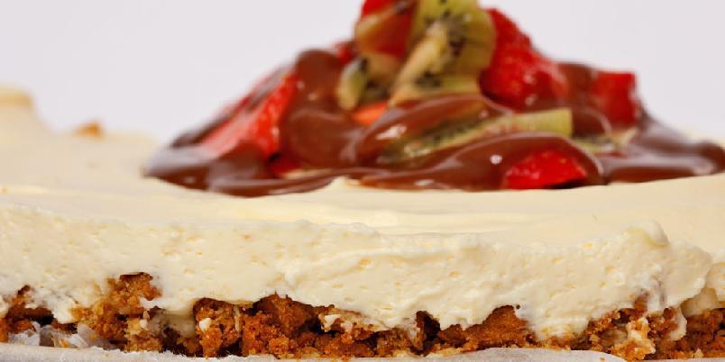 Ostekake med pasjonsfrukt - Her kommer en nydelig ostekake. Ostekake er lett å lage og kan fryses.