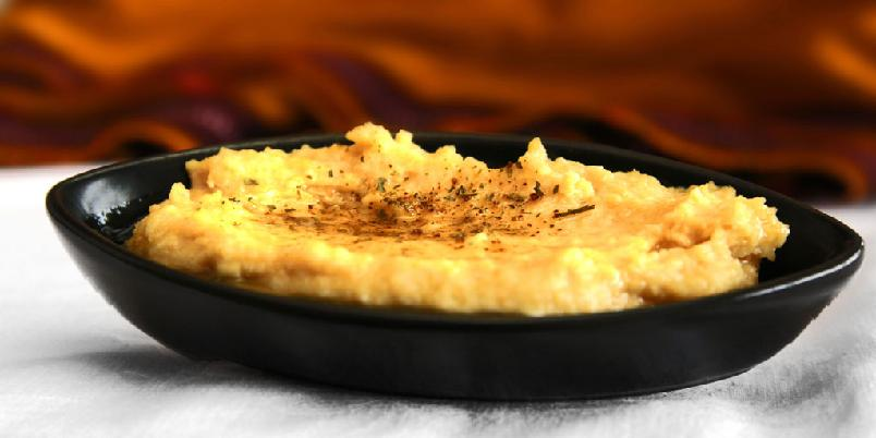 Hummus - Dette er dippen som passer til nesten alt. Hummus spises i store mengder i Midt-Østen nesten som et obligatorisk innslag i måltidet.