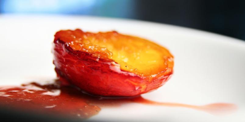 Fersken til dessert - Du kan bruke både fersken og nektariner.