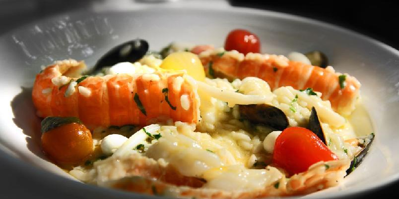 Risotto med havets frukter - Her kommer det italierne kaller en risotto med frutti di mare - havets frukter.