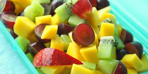 Barnas fruktsalat - Frukt er obligatorisk i matpakken - hvorfor ikke servere den i små biter?