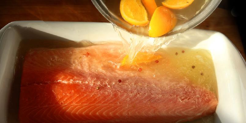 Posjert laks - Å posjere er jålete ord for å trekke fisken i ovnen.