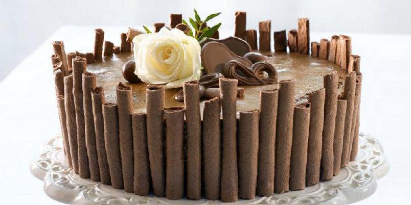Idalux - Sjokoladekake med nøttebunn og sjokolademousse...