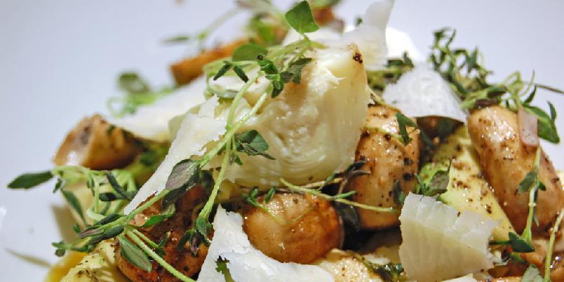 Artisjokksalat med stekt sopp - Superenkel salat til grillet fisk eller kjøtt.