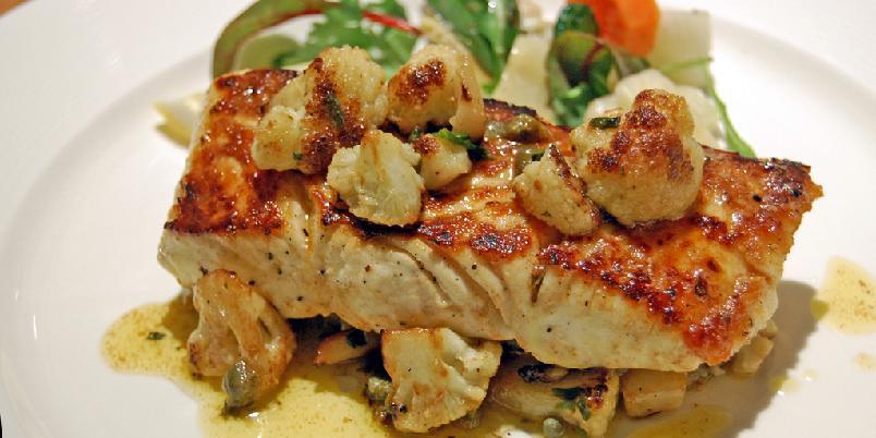 Torsk med stekt blomkål - Stekt blomkål er supergodt tilbehør til hvit fisk.
