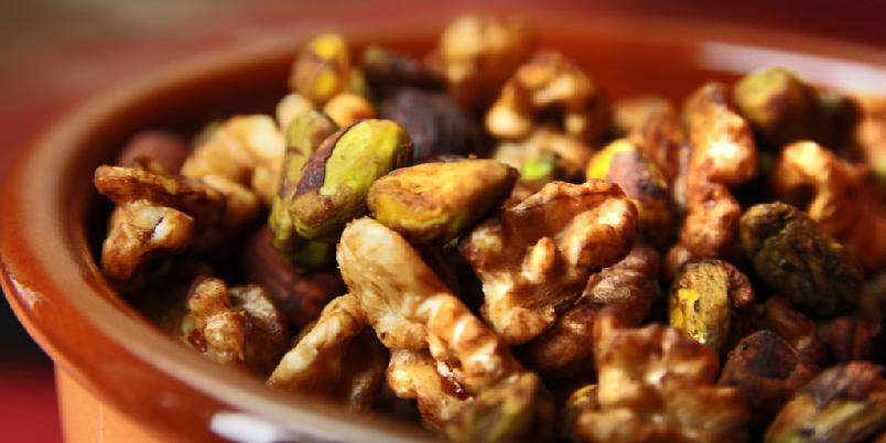Ristede nøtter med soya - En enkel snacks med nøtter du kan kose deg med.