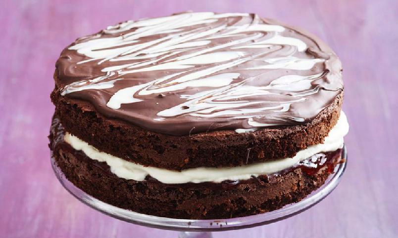 Sjokoladebløtkake - Sjokolade, bringebær og krem i en skjønn og smaksrik forening blir aldri feil.