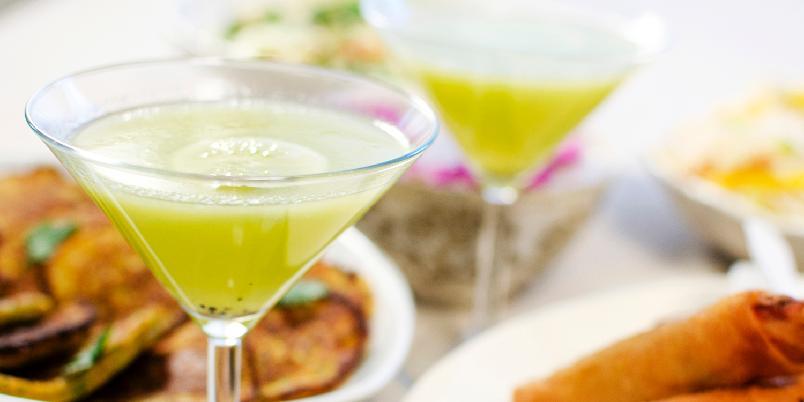Velkomstdrink med kiwi og lime - Ingen fest uten en skikkelig velkomstdrikk! Dette er drinken som passer til absolutt alle! Den er syrlig og forfriskende, og har en helt fenomenal farge!