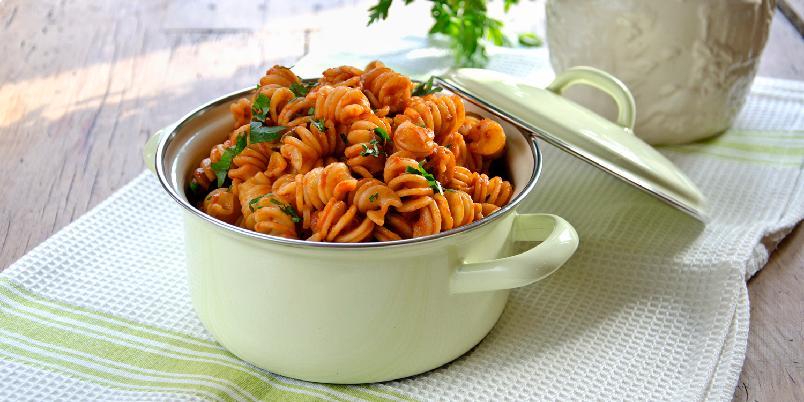 Kjapp hverdagspasta - Denne middagen tar like lang tid å lage som det tar for pastaen å koke ferdig!