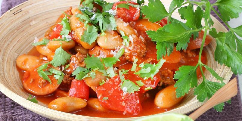 Kjøttgryte med chorizo og avokadoyoghurt -