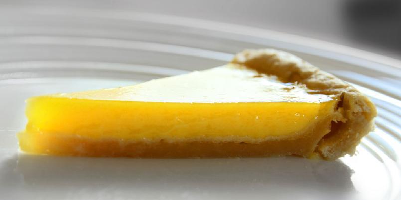 Sitronterte - Sitronterte har aldri vært enklere. Og denne oppskriften på sitronterte dufter så intenst sitron at du bare kan glede deg.