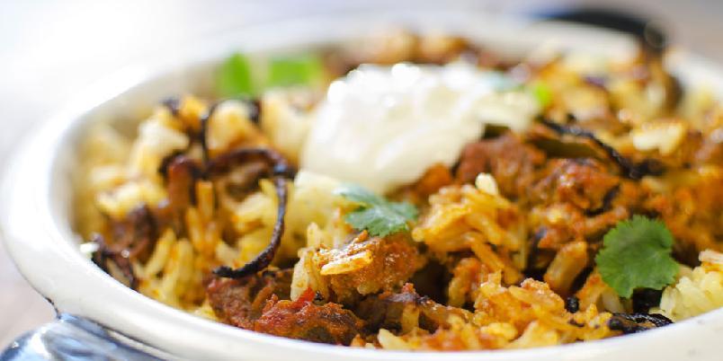 Curry med kjøtt og ris - Denne oppskriften er mye enklere å følge enn den tilsynelatende ser ut for når du ser lengden på ingredienslisten. Les gjennom alt før du begynner.