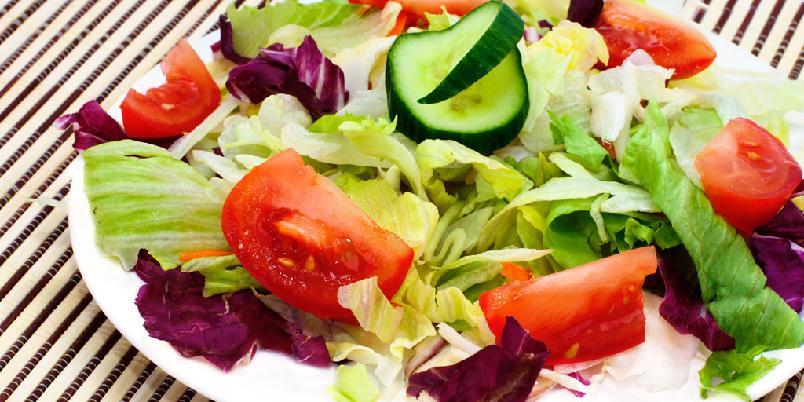 Italiensk tomatsalsa - Denne tomatsalsaen er best til kylling eller grillmat. For en mer autentisk salsa hakkes tomatene.