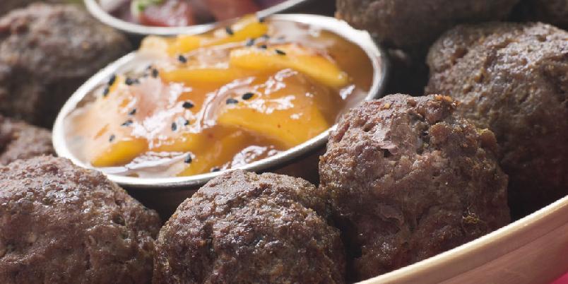 Kofta - Disse kjøttbollene er gode med kjøttdeig av både lam og okse. Server med pitabrød, tzatziki og rødløkringer eller ratatouille og yoghurt- og mintdressing.