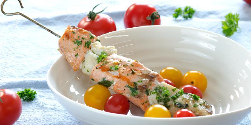 Supre grillspyd med laks og torsk - Kjempegode grillspyd med rød og hvit fisk!