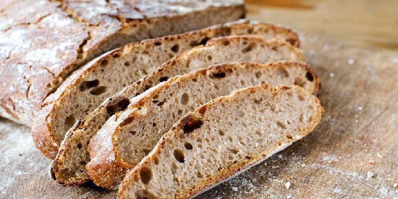 Rugbrød med surdeig - Rugbrødet blir ekstra godt når du bruker surdeig i det!
