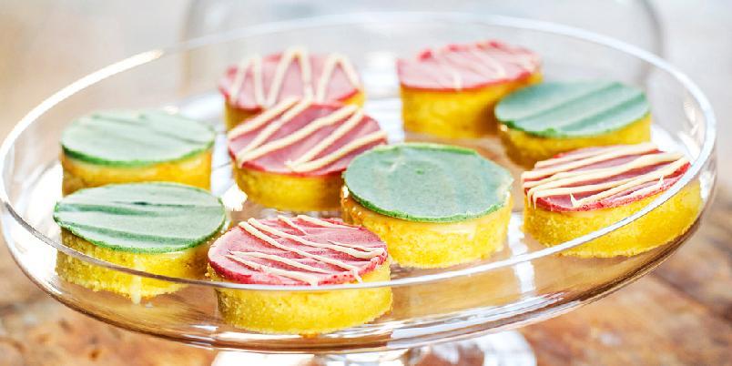 Lekre petit four - Gjør suksess på kakebordet med disse lekre små kakene!
