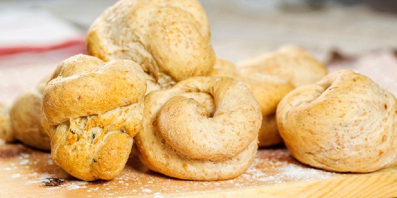 Duftende hvitløksknuter - Det lukter så godt på kjøkkenet når du steker disse, at du nesten ikke har tid til å vente på at de blir stekt ferdig!