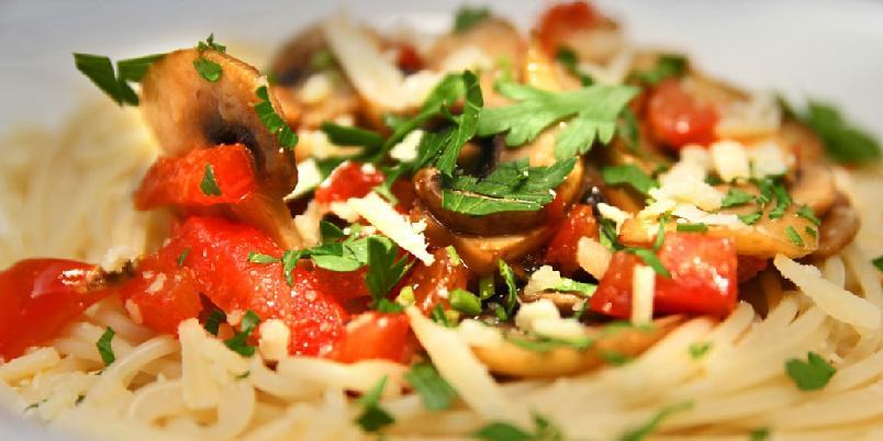 Pasta med tomat, hvitløk og persille - Den aller enkleste pastaen. Italiensk mat på sitt beste.
