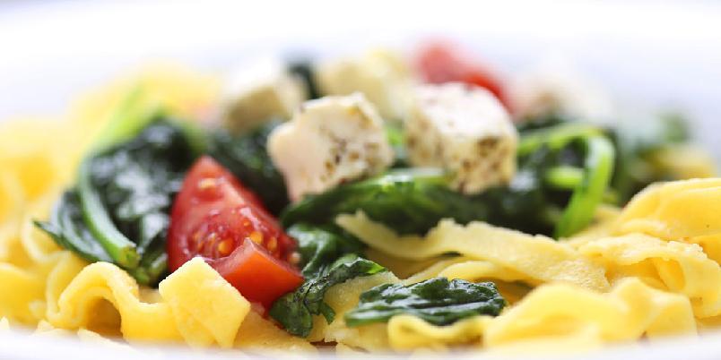 Pasta med bacon, spinat og feta - Rask pasta? Du har funnet den...