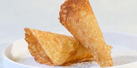 Glutenfrie krumkaker - Her har du glutenfrie krumkaker. Julebaksten skal være morsom også for de som ikke tåler gluten! Så, her har du oppskriften på krumkaker du kan glede deg til.