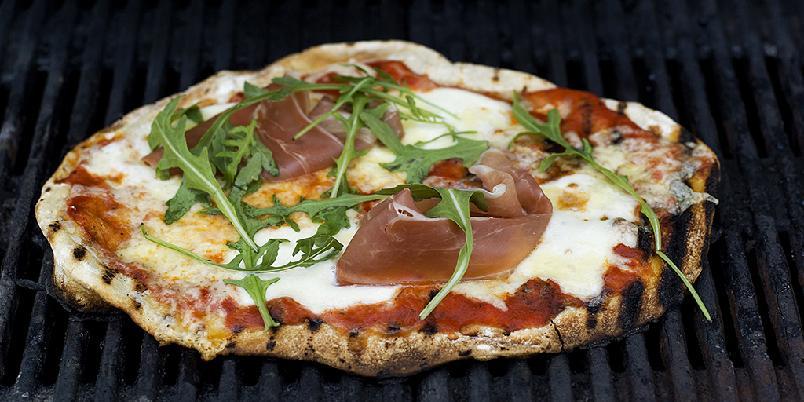 Pizza på grillen! - Årets store sommerslager kommer garantert til å bli hjemmelagd pizza på grillen!