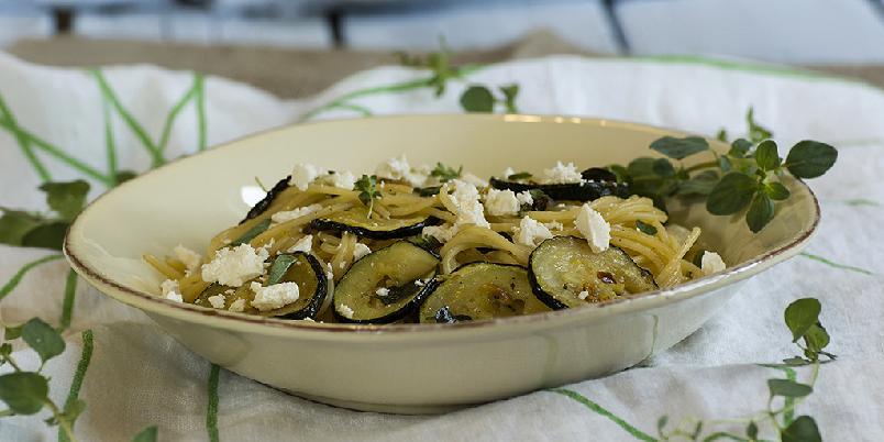 Spagetti med squash og fetaost - Så godt, så enkelt!