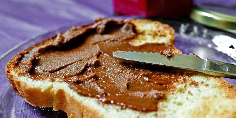 Sjokolade- og mandelsmør - Lag ditt eget sjokoladepålegg med mandelsmør.
