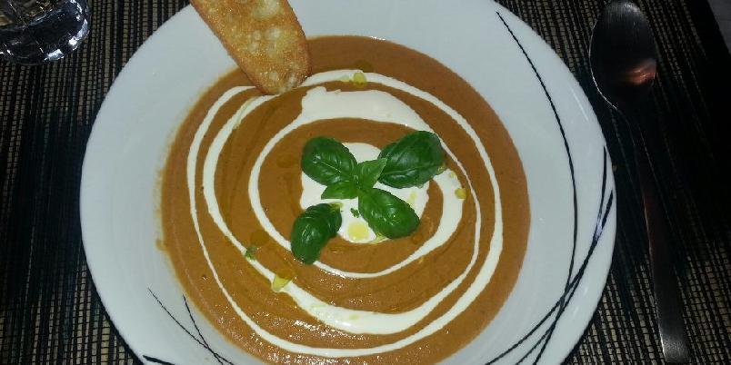 Tomatsuppe - Fyldig og smaksrik tomatsuppe som verkeleg varmar