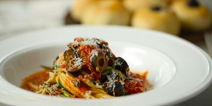 Kjapp pasta med squash og focaccia - Dette ser ut som en pastarett, men det er det ikke. Sjekk ut den elegante retten!