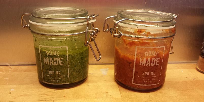 Rød og grønn pesto - Hjemmelaget pesto slår alle ferdigvarianter og smaker fantastisk godt! kjempe enkelt å lage. Disse er mine favoritter