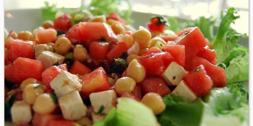 Vannmelonsalat med fetaost og kikerter - En herlig smak av sommer