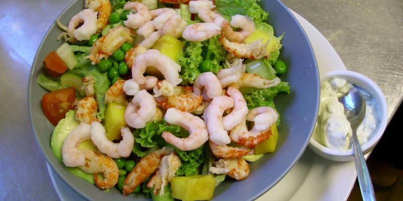 Salat med kreps og reker - En deilig og mettende salat