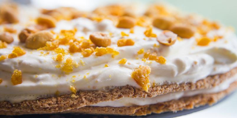 Marengs med karamell - Marengskake med karamell og peanøtter? Jo, det må jo bli godt!