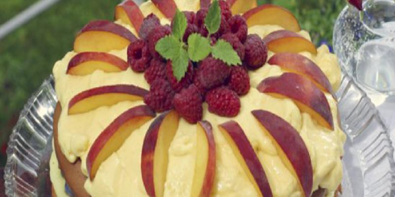 Sommerkake med eggekrem og fersken - En herlig og smakfull sommerkake