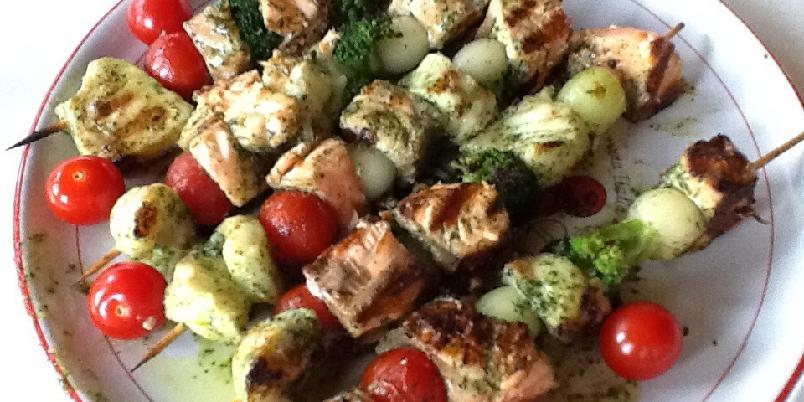 Grillspyd med fisk og grønnsaker - Grillet fisk og grønnsaker med mulighet for variasjoner, med soppkompott.
