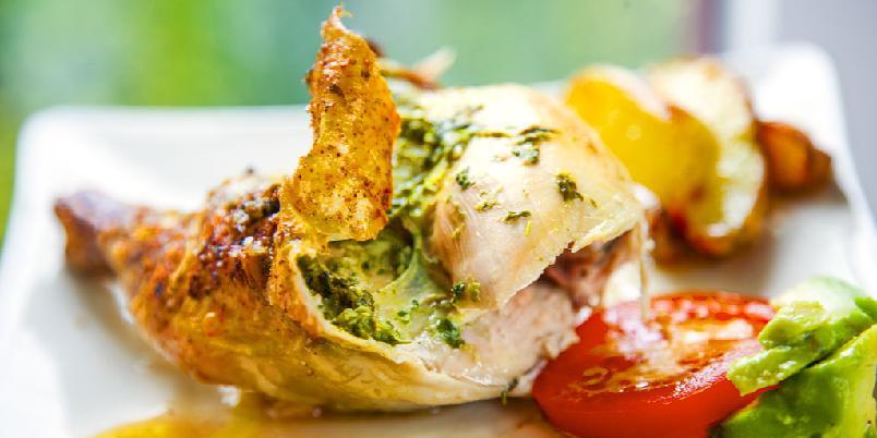Urtegrillet kylling - Grillet kylling med urter får du servert om en liten stund. Sjekk denne oppskriften!