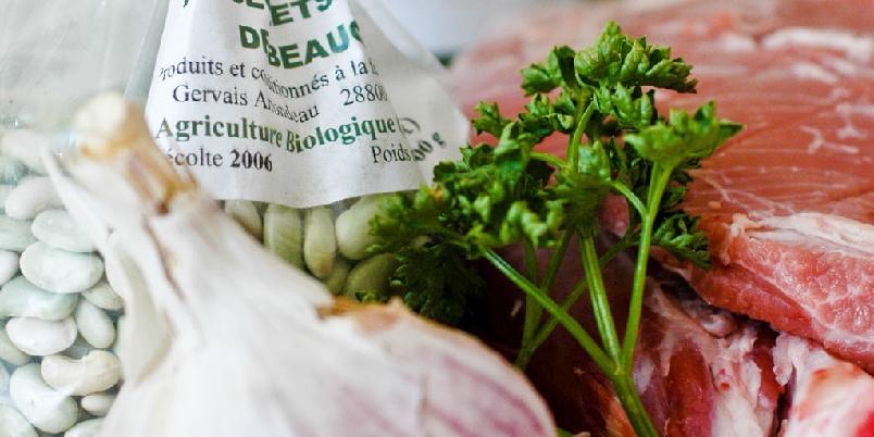 Braisert lammekjøtt - Gni lammekjøttet inn med Herbes de Provence. Og så baker du det i ovnen.