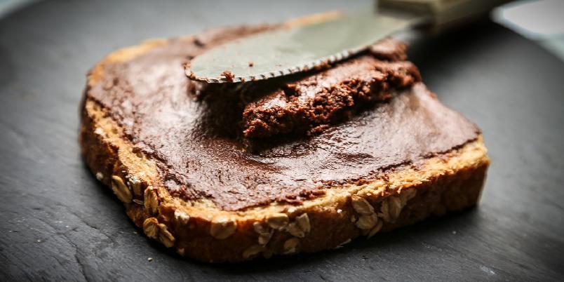 Sjokoladepålegg - Om du lager ditt eget sjokoladepålegg vet du i alle fall hva du spiser. Og så kan du selv bestemme hvor mye sukker du har i.