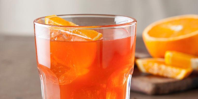 Aperol Spritz - Blander du Aperol, prosecco og soda, får du en frisk, fruktig og leskende aperitiff.